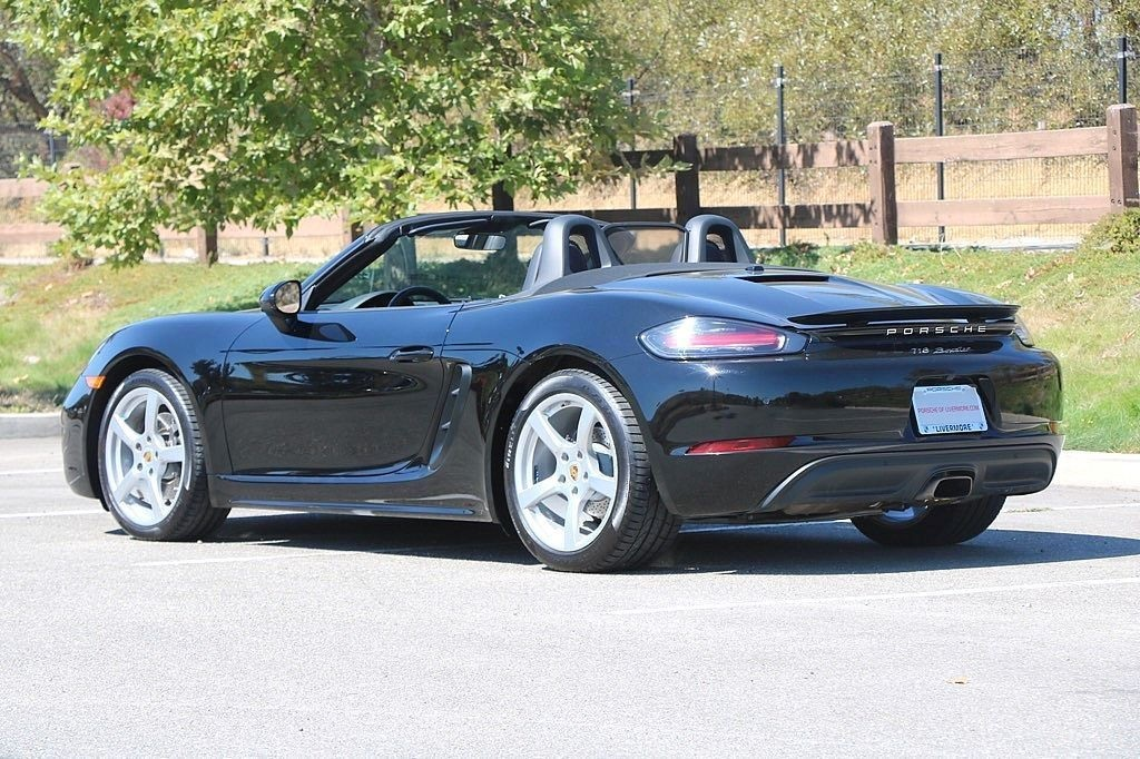 Pre-Owned 2017 Porsche 718 Boxster Base